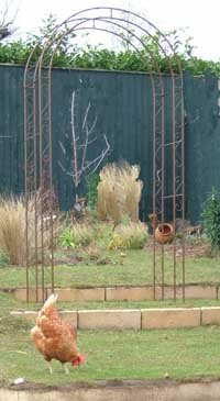 Round Top Metal Garden Arch- Rusty Iron Finish