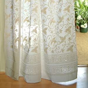 Kitchen Cafe Curtains Using Green Sheers