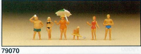 N Scale Family at the beach 6/ - 1