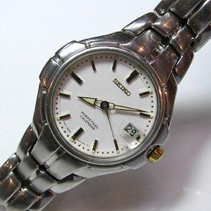 Ref. 8F32-0119 Reloj Seiko Caballero, calendario perpetual, correa y caja de acero, sumergible 100 metros, garantia 2 años.