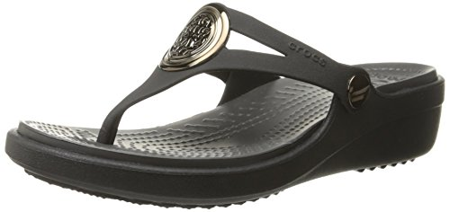 a0ffc3076aeb crocs Women s Sanrah Circle Sandal