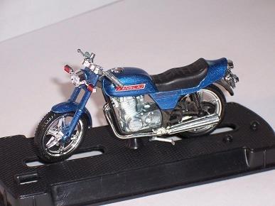 Sanglas 400y 400 Y Bicilindrica 1980 Blau 1/24 Guiloy Modellmotorrad Modell Motorrad