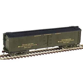 Walthers HO Scale 50' GACX Wood Express Reefer With Pullman Trucks - Ready to Run - Railway Express Agency #3