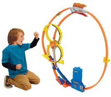 Hot Wheels Super Loop Chase Race Trackset from Hot Wheels