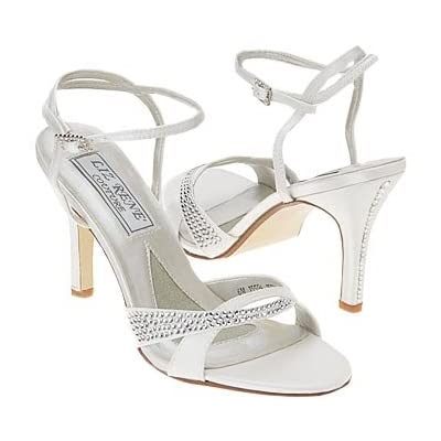 Wedding shoes with perfect detail.
