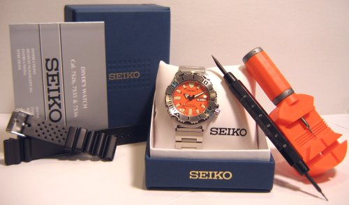 DELUXE VALUE PACKAGE SKX781K1 Seiko Orange Monster Stainless Steel 200m Automatic Professional Diver Watch Spring Remover Link Band Tool Extra Rubber