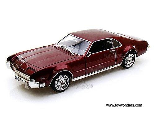 92718bg Yatming - Oldsmobile Toronado Hard Top (1966, 1:18, Burgundy) 92718 Diecast Car Model Auto Vehicle Die Cast Metal Iron Toy Transport