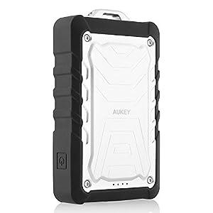 AUKEY Batería Externa 7500mAh, Dual USB (5V 1A/ 2.1A) Cargador resistente a lluvia y polvo/a prueba de choques,Función de linterna LED para iPhone 6s, 6, iPad, Samsung Galaxy, Google Nexus 5, 4, HTC (Plata)