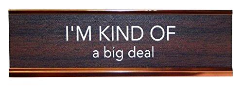aahs-engraving-novelty-desk-sign-im-kind-of-a-big-deal-brown-gold