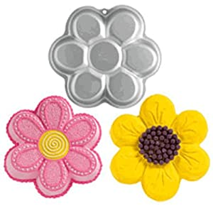 Daisy Cakes - (SKU 2105-1016)1 Re-usable Daisy Flower cake, bread, Jell-o pan great for Mothers Day, wedding showers, garden parties, too!