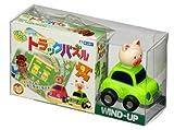 組み立てたパズルのレール上を動物たちがくるくると首を振りながらかわいく走ります。 くるくるトラックパズル<車・ぶた>