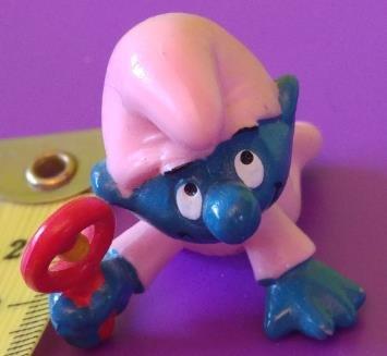 Bullyland/Schleich/Peyo - Die Schlümpfe: - Schlumpf, ©: Baby Rosa Schlumpf mit Rassel, Variante 1