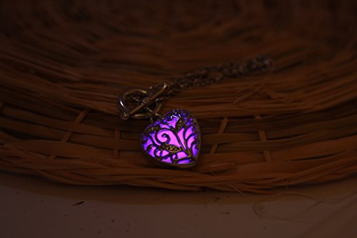The-Tiny-Loving-Heart-Glow-In-the-Dark-Bracelet-Jewelry-Pendant-Steampunk-Fairy-Magical