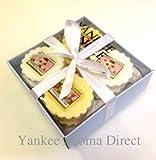 Yankee Candle - 12 Wax Tart Branded Blue Happy Birthday Gift Box (Incl. 6x Vanilla Cupcake, 6x Strawberry Buttercream, White Tissue and White Ribbon.