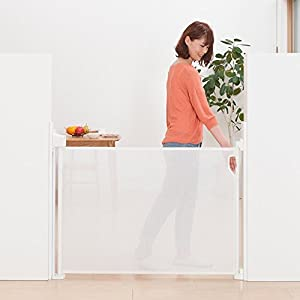 日本育児 スルする~とゲイト ホワイト 幅最大115×奥行8.5×高さ91cm 5470006001 6ヶ月~24ヶ月対象 階段上設置可能な巻き取り式ゲート