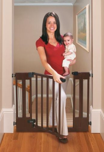 Summer Infant Sure and Secure Deluxe Top of Stairs Wood Walk Thru Gate