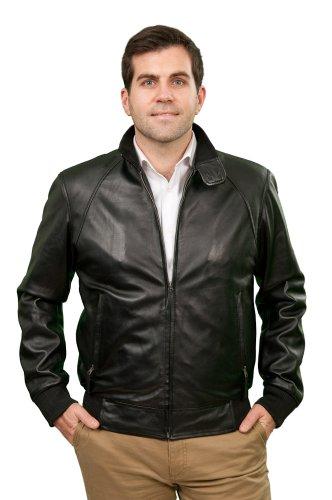 lewis-con-una-chaqueta-de-cuero-para-hombre