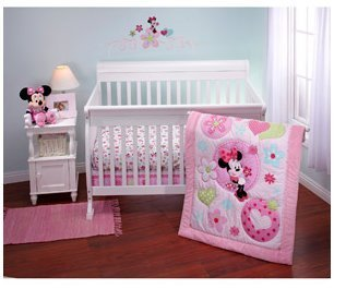 Disney - Minnie Sitting Pretty 3 piece Crib Bedding Set - 1