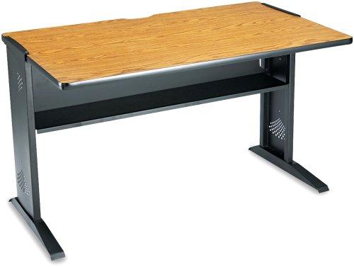 Safco Computertisch mit Tastaturauszug