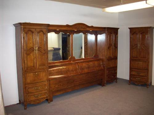 Vintage Armoires Discount Thomasville Solid Oak King Size Pier Type Wall Bed And Armoire