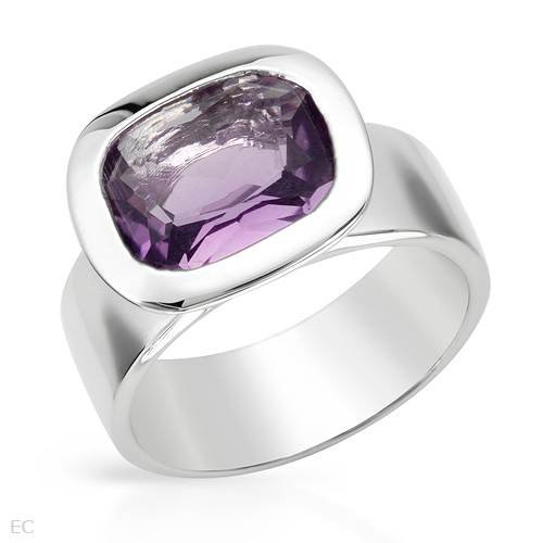 Sterling Silver 3.5 CTW Amethyst Ladies Ring. Ring Size 6. Total Item weight 7.3 g.