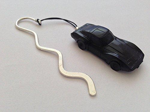 chevrolet-corvette-circa-1979-ref35-noir-full-voiture-sur-un-marque-page-incurve-avec-cordon