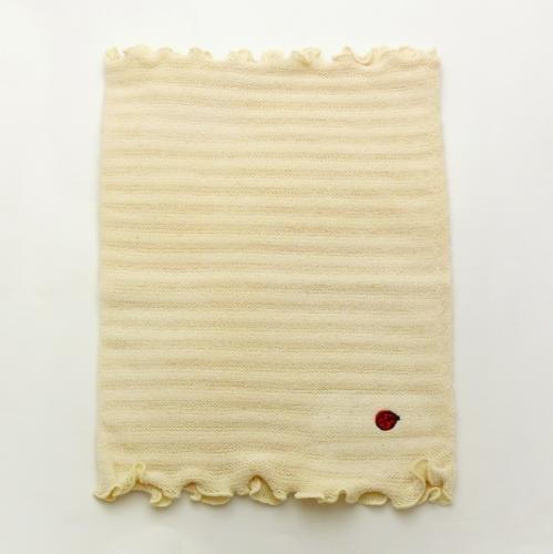 オーガニックコットン ベビー腹巻: かわいいてんとう虫の刺繍がついたベビー用の腹巻です!