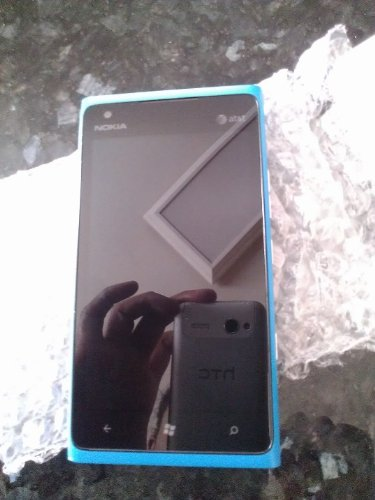 Nokia Lumia 900 4G - Cyan - At&T Locked - No Contract