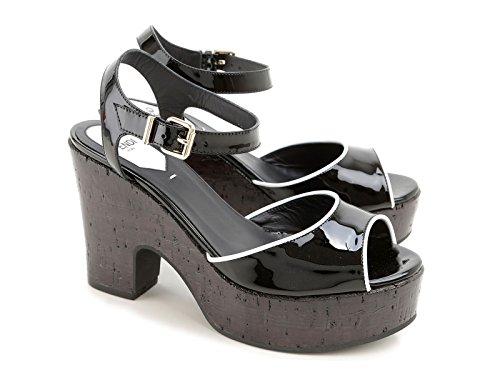Sandales-Fendi-compens-en-lige-en-cuir-verni-noir-Code-modle-8X4778-TQX-F0ZE7