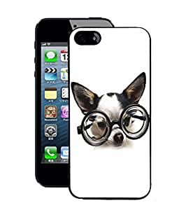 Fuson 2D Printed Funny Dog Wallpaper Designer Back Case Cover for Apple iPhone 5S - D844
