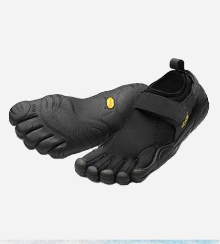 Flow Shoe - Men's Black/Black 44 by Vibram FiveFingers