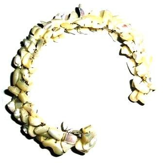 Tribe Cream shell flexible bracelet (one size fits all)