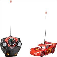Dickie 203089501 Disney Cars 2 - Coche teledirigido con diseño de Rayo McQueen (control teledirigido de 2 canales, 27 o 40 MHz, escala 1:24, 17 cm), color rojo