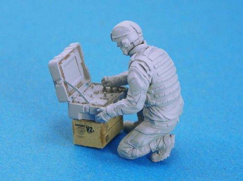 アメリカ軍 爆発物処理隊 タロン・ロボット操縦 [LF0131] US EOD Robot Controller