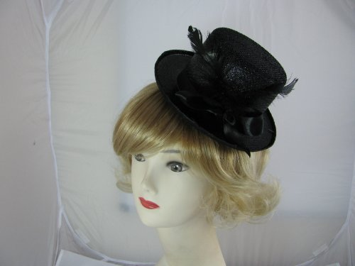 Cute black glitter top hat fascinator with bow and feather decoration set on 2 hair clips. Ideal for wedding, ladies day, special occasions or fancy dress.