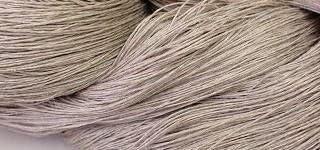 40/4リネン(生成) しゃきっとしたコシのある清潔感たっぷりの麻糸です