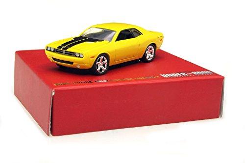 greenlight-164-2006-dodge-challenger-amarillo-negro