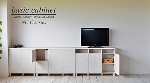 ワンルームではテレビを収納家具の上に置く