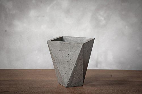 Anna Beton Vase
