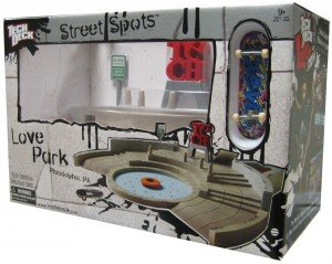 Tech Deck Street Spots Love Park Ramp with Exclusive 96mm Skateboard