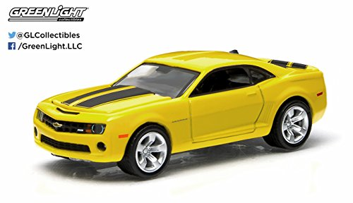 2011 Chevrolet Camaro SS (Yellow and Black) GL Muscle Series 11 Greenlight Collectibles 1:64 Scale 2015 Die-Cast Vehicle & Trading Card