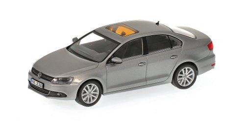 minichamps-400059000-volkswagen-jetta-scala-0143-grigio-metallizzato