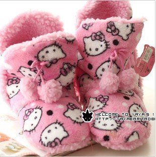 Hello Kitty Women's Short Super Plush Bootie boots slippers