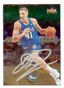 Dirk Nowitzki autographed card (Dallas Mavericks) 2000 Fleer Mystique 22