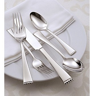 Oneida Classic Pearl 78 Piece Service for 12 Plus 6 Serving Pieces and 12 Iced Tea Spoons