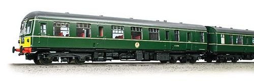 Bachmann Class 105 2 Car DMU BR Green With Half Yellow Ends