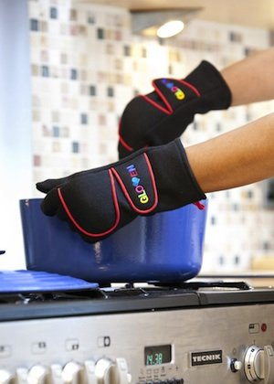Best Oven Gloves - As Seen On Tv. Safe Anti-Burn, Flame And Heat Resistant. Red, Small. front-4303