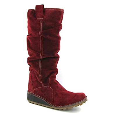 Model This Guide Will Help You Choose The Perfect Shoes For Traveling Well Recommend Some Of Our Favorite Mens And Womens Travel Shoes  Check Out These Red Wing Heritage Beckmen Boots They Are Made In The USA And Theyre