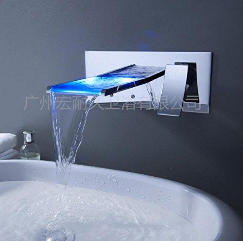 furesnts-cuisine-familiale-moderne-et-salle-de-bains-robinet-releve-de-la-led-le-chaud-et-le-froid-d