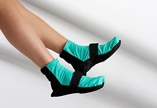 sharper-image-hot-and-cold-pain-relieving-gel-socks-s-m